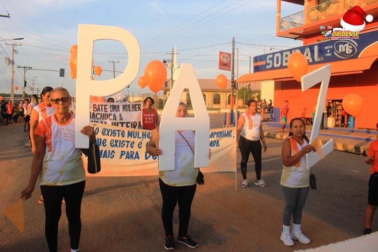 Mulheres pedindo Paz nas ruas de Óbidos | Foto: Portal Obidense