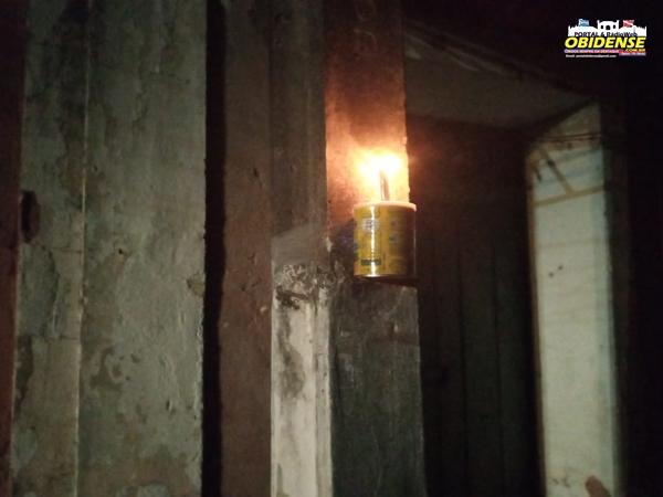 Lamparinas para iluminar a rua Dr. Correa Pinto no centro de Óbidos