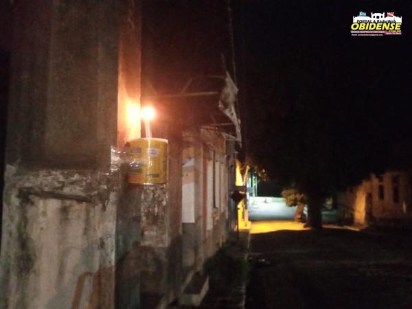 Moradores utilizaram lamparinas como forma de protesto