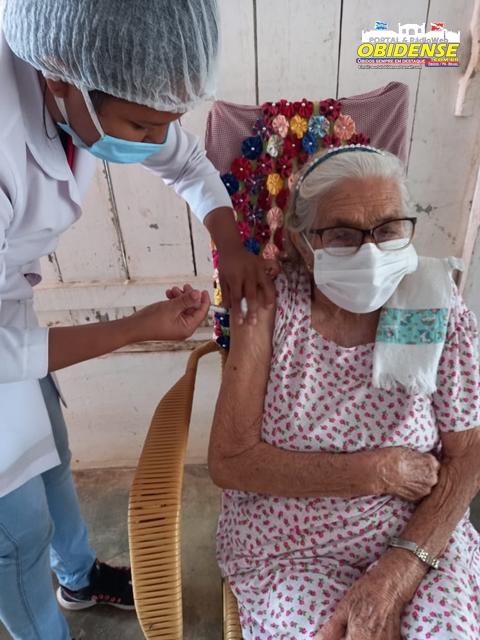 Vacinação de idosos em Óbidos