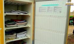 Carência de livros na geladeira literária, em Óbidos