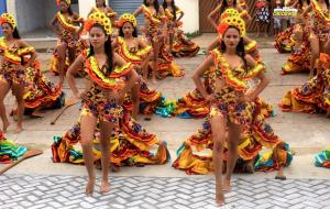 """Grupo """"Carimbó da Terra"""" da vila de Curuai se apresenta no cerimonial do novo hospital em Óbidos   Portal Obidense"""
