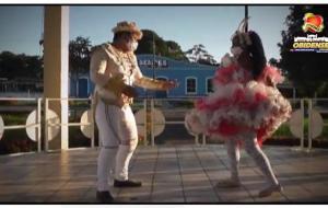 Componentes da Quadrilha Coração Junino dançam de máscara, evidenciando os pontos histórico de Óbidos   Portal Obidense