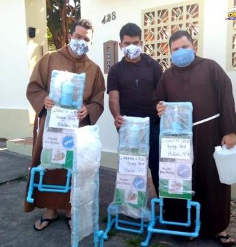 Igreja Sant'Ana, Hospital, Navio Papa Francisco e Secretária de Saúde de Óbidos recebem higienizadores para combater o Coronavírus   Portal Obidense