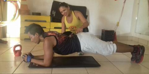 Em mais uma matéria voltada à atividade física a instrutora Nilda Cardoso foi questionada se é necessário variar o exercício abdominal para obter um melhor resultado.