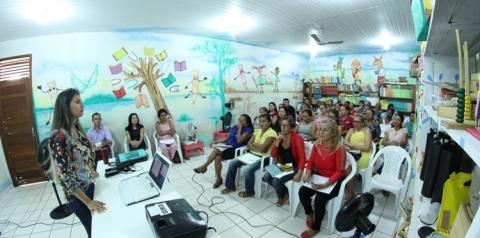 Base Nacional Comum Curricular é tema de encontro pedagógico em Óbidos