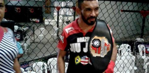 O obidense Pico de Jaca mostra aos manauaras a força de seu punho. Em competição realizada em Manaus nosso cobra foi o melhor.