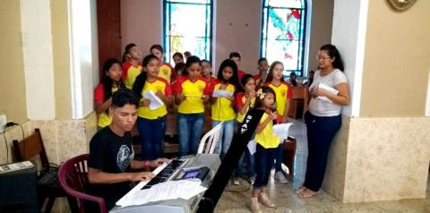 Em Oriximiná está acontecendo a festividade de Santo Antônio, neste sábado foi o círio das crianças