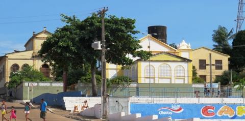 Muitos de seus filhos falam com orgulho. No oeste do Pará Óbidos é conhecida também como a Terra Querida.