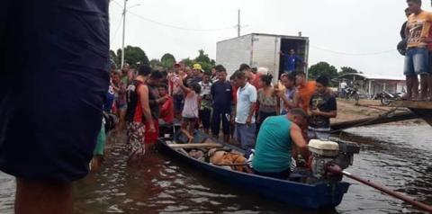 Embarcação vira em forte temporal e mata duas pessoas em Curuá no Pará.