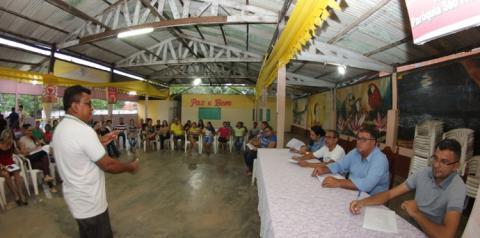 Moradores do bairro São Francisco discutem com a Prefeitura de Óbidos medidas para atender demandas da localidade