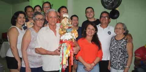 Nesta quinta-feira (02) Sant`Ana peregrina visita a residência de Miguel e Marcos Roberto e também de Irinete e Ieda Marialva