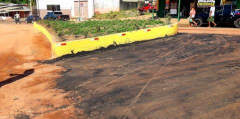 """Asfalto """"farofa"""" é posto em vias próximas a rotatórias, em Óbidos"""