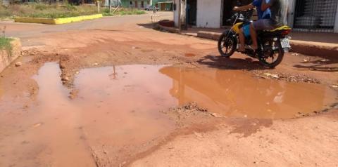 Teste de baliza - Buraco e lama na rotatória   Portal Obidense