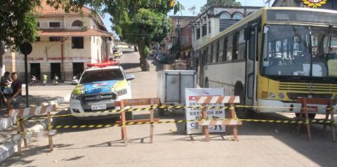 Rua Siqueira Campos recebe serviço de tapa buracos | Portal Obidense