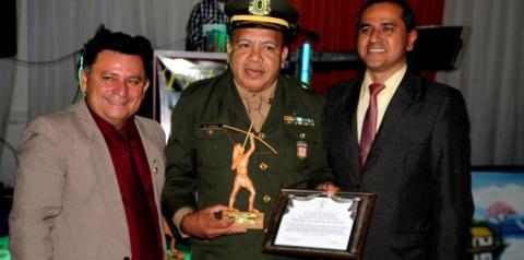 Em Manaus, agraciados recebem troféu índio Pauxi   Portal Obidense