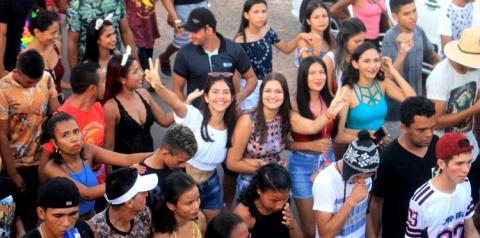 Lotação total no primeiro arrastão de pré-carnaval em Óbidos   Portal Obidense