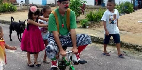 Pastor realiza evangelismo com arte circense com missionário palhaço   Portal Obidense