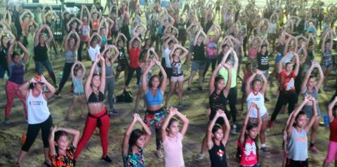 A dança da Zumba foi um grande ritual que antecede o CarnaPauxis Oficial   Portal Obidense