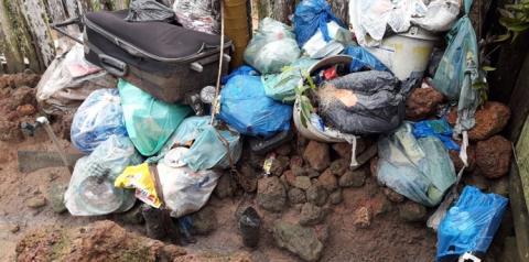 Morador é obrigado a acumular lixo domestico por falta de coleta   Portal Obidense