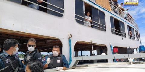 Embarcação é orientada a não parar no porto da cidade de Óbidos | Portal Obidense