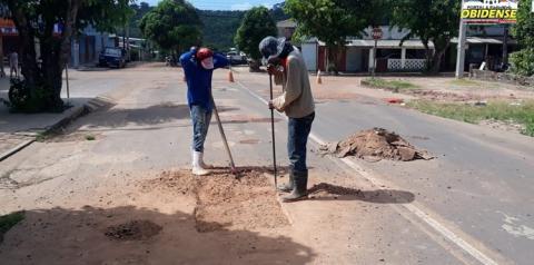 Trabalhos paliativos são realizados na rua Pedro Álvares Cabral em Óbidos   Portal Obidense