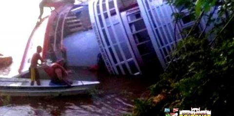 Barco de recreio de Parintins afunda durante viagem para Manaus