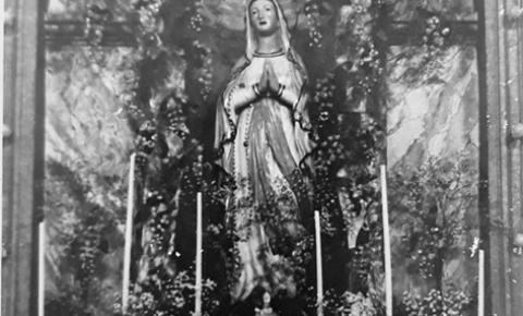 Altar preparado para o Mês de Maio em Óbidos de 50 | Portal Obidense