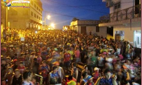Sem Crise... Tradicional Bloco Pai da Pinga Arrastou quase cinco mil Foliões na segunda (16) em Óbidos