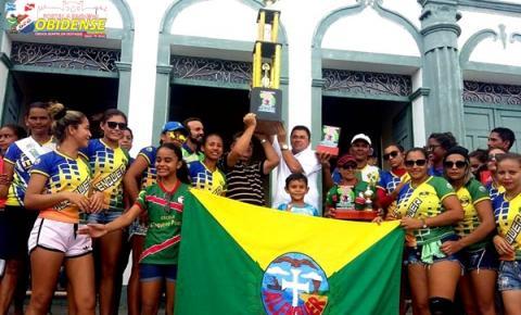 Alenquer se beneficia com regulamento e garante título na Copa Oeste Feminino. Na cidade são recebidas pelo prefeito e desfile em carro aberto.