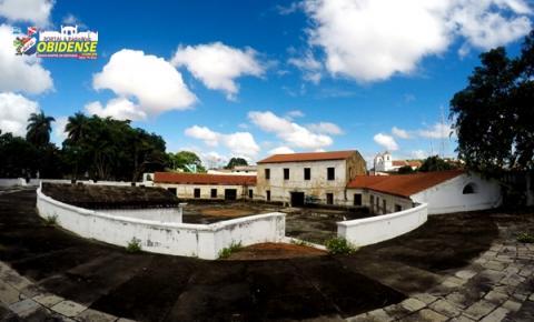 Voluntários realizam ação de limpeza no Forte Pauxis com o apoio da Prefeitura de Óbidos