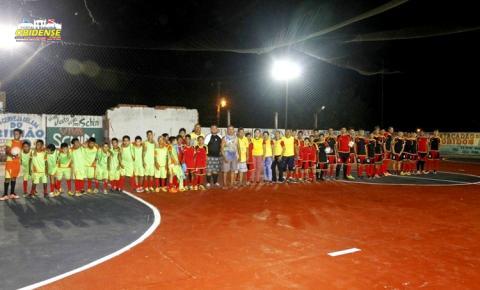 Público lota as arquibancadas, para abertura do campeonato de Futsal no Clube Vila Nova.
