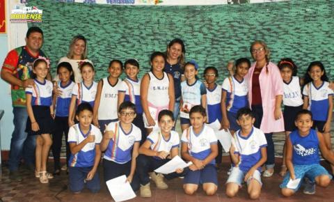 Em versos e poesias alunos do ensino fundamental da escola José Veríssimo declaram amor a Serra Escama.