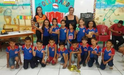 Alunos do 3° ano da Escola Guilherme Lopes de Barros, participaram na sexta-feira(10), da seletiva do Projeto Soletrando edição 2017 da escola.