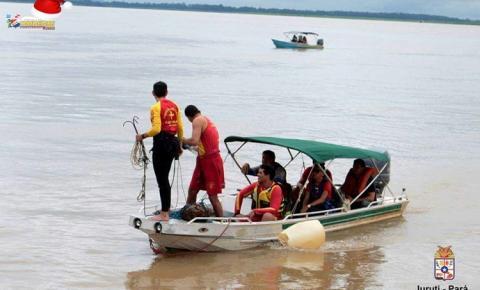 Bombeiros de Santarém, Oriximiná e Parintins, continuam as buscas por servidor municipal que caiu no rio no Porto de Juruti – PA.