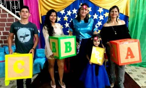 Alunos do pré-escolar da Escola Municipal Inglês de Souza, receberam seus certificados, em uma linda solenidade no clipe de Santa Terezinha.