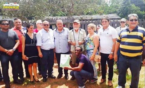 Em Oriximiná governador Simão Jatene acompanhado do Prefeito Ludugero entregaram a 145 famílias títulos de terra em Cachoeira Porteira
