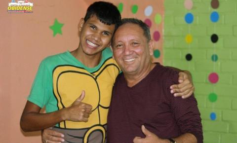 Fundador de escola dedica três décadas a 'abraçar' crianças especiais de Manaus