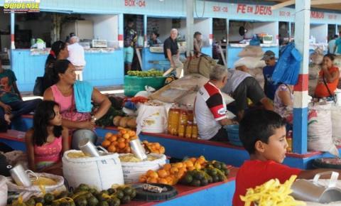 Alunos da escola Inglês de Sousa desenvolvem projeto de incentivo a literatura na feira do produtor rural de Óbidos.
