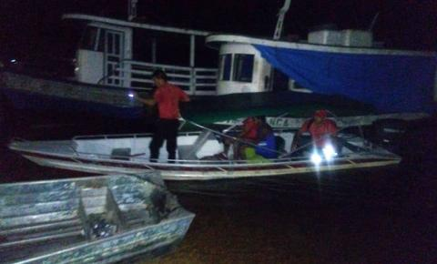 """Embarcação conhecida como """"rabeta"""", vai a pique na frente da cidade de Oriximiná."""