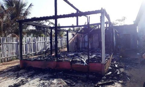Perca total em casa consumida pelo fogo em Oriximiná