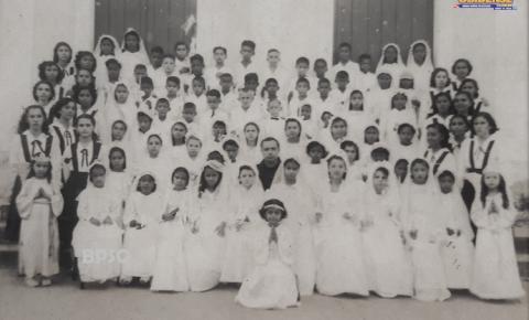 Na década de 50. Uma turma de Primeira Eucaristia na Escola São José em Óbidos