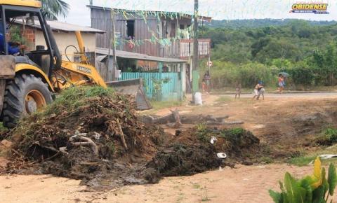 Secretaria Municipal de Infraestrutura realiza serviço de terraplenagem na cidade e na PA-437