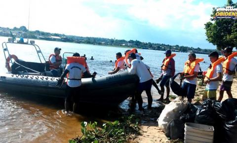Em Óbidos, ação da Capitania Fluvial de Santarém, retira lixo das margens da Serra da Escama.