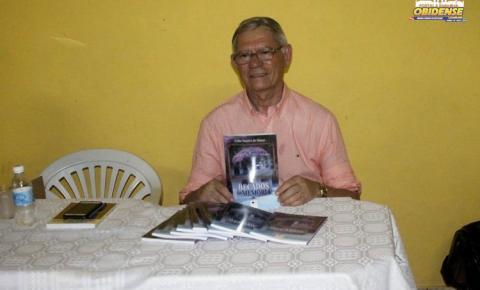 Obidenses prestigiam o lançamento do livro do escritor Célio Simões que aconteceu no Clíper de Sant`Ana em Óbidos