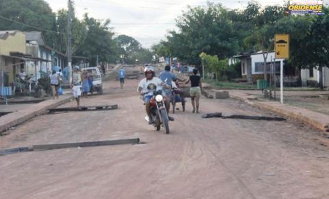 Poeira faz moradores no bairro de Fátima tomarem medidas na tentativa de amenizar a situação de quem mora proximo a rua Tiradentes