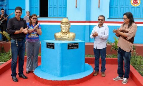 Busto do patrono da Escola Inglês de Souza em Óbidos é inaugurado