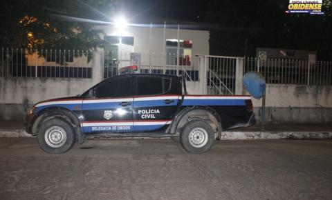 Acusado de cometer homicídio em Óbidos se apresenta a polícia acompanhado de seu advogado.