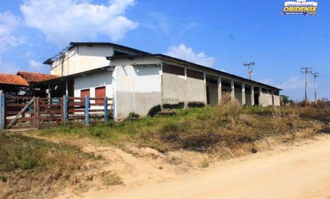 Abandonado prédio, onde funcionava antigo matadouro municipal se deprecia com o passar do tempo
