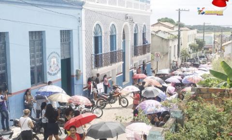Servidores públicos municipais de Óbidos saem em caminhada pacífica até a Prefeitura Municipal de Óbidos